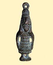 ANCIENNE AMULETTE EN BRONZE REPRESENTANT UN PERSONNAGE DEBOUT - AFRIQUE
