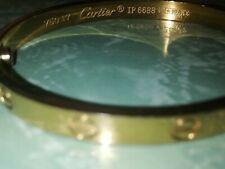 Bracciale Cartier Love. Munito di cacciavite, per l'apertura.
