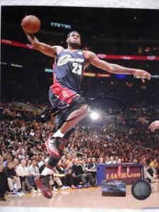 NBA PHENOM LEBRON JAMES Hand-Signed Autographed CLEVELAND CAVALIERS 8x10 w/COA