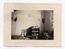 PHOTO Intérieur Appartement Maison Lit Bibliothèque Cadre 1950 Chambre Plante