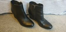 clarks black leather wedge ankle boots size 5.5 D side zip