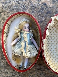 Small All Bisque French Mignonette Doll 3,6 Inches