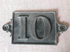 ANCIENNE PLAQUE DE RUE EN FONTE OU ALLIAGE ? No 10