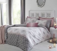 Shawsdirect Indra Diamond Patterned Duvet Cover Set in Blush King