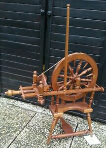 Antikes Spinnrad - Blickfang - sehr guter Zustand -  Deko (916)