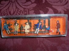 HO 1:87 SCALE TRAIN PEOPLE 6 IN BOX PREISER #10187, WINTER CHRISTMAS TREE BUYING