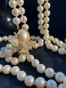 Vintage JOAN RIVERS rhinestone Bee clasp knotted Glass Pearl double necklace