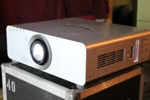 Panasonic PT-DX800ES Event Beamer Projector 8000Lumen 172/173h HDMI