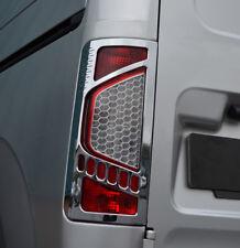 Luz Trasera Con Cromo Adorno Tapas Set para caber Ford Transit Conectar (09-12)