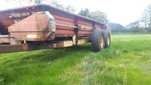 Newholland 676  tandem axel  twin rotors with greedy boards Muck Spreader