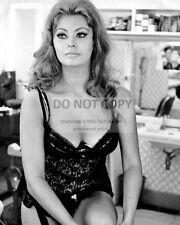 "SOPHIA LOREN IN ITALIAN FILM ""YESTERDAY, TODAY AND TOMORROW"" 8X10 PHOTO (AB-668)"