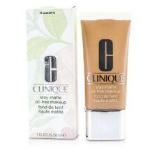 Productos de maquillaje Clinique para el rostro sin anuncio de conjunto