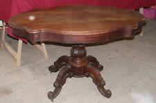 ANCIENNE TABLE VIOLON PIED CENTRAL SCULPTÉ, 4 PIEDS ROULETTES, 2 TIROIRS /B2488