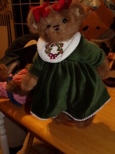BEARINGTON COLLECTION Christmas Bear w.Bearington Stand