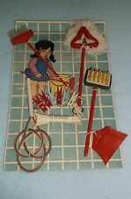 VINTAGE DOLL HOUSE KITCHEN MINIATURES BROOM DUST MOP CLOTHES PINS SET ON CARD