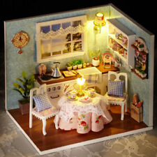 Case di bambole e miniature moderna della sala da pranzo