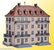 Kibri 38357 Mehrfamilienhaus mit Balkon und Terrasse, Bausatz, H0