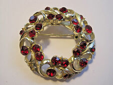 BEAUTIFUL VTG GOLD-TONE UNSIGNED CORO RED RUBY RHINESTONE CIRCLE BROOCH PIN