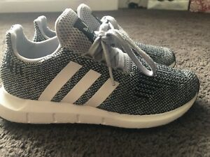 Adidas Boys Originals Swift Run J  Running Shoes Youth SZ 4 Pre-owned