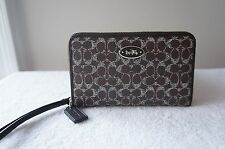 AUTH Coach Purse Signature Universal Phone Wallet/Wristlet Bag 63447B
