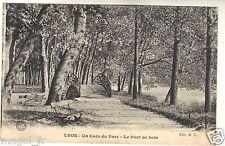 69 - cpa - LYON - Un coin du parc - Le pont de bois ( i 4228)