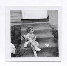 PHOTO ANCIENNE Jeu Doll Toy Enfant Petite Fille Poupée Escalier Jouet Vers 1960