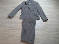 Damen / Frauen Hosenanzug Gr 40 /42 in Braun / Blazer mit Stoffhose / Anzug