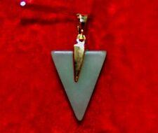PENDENTIF AVENTURINE en forme de Pointe de flêche haut 2,5 cms X 1,8 cms