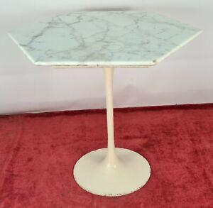 SIDE TABLE. KNOLL STYLE. MARBLE AND ALUMINUM. EXAGONAL SHAPE. CIRCA 1960.
