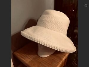 ERIC JAVITS PACKABLE WHITE WIDE BRIM SQUISHEE HAT