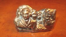VINTAGE MOUNT RUSHMORE CAST PAPERWEIGHT DESK TOP SHRINE OF DEMOCRACY GOLD TONE