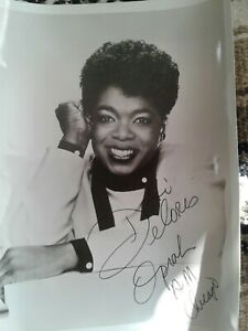 Oprah Winfrey AUTOGRAPH Signed 8x10 Photo