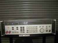 HP Keysight Agilent 8642B Benchtop Synthesized Signal Generator With Option 001
