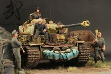 Built 1/35 WWII German Panzer IV w Diorama(Ready for ship)