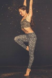 NWT Lululemon Shine Tight Roll Down Special Edition Gold Sequin Print Sz 8