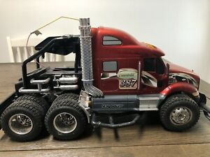 1:14 Scale New Bright petetbilt 387 semi rig RC Truck  for parts only