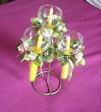 chandelier triple avec bougies flottant dans verres