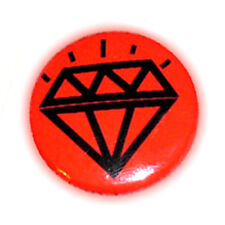 Badge DiAMoND TaTToO N /fond Rouge Red - diamant stylisé rockabilly button Ø25mm