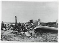Zerstörtes französisches Kampfflugzeug. Orig-Pressephoto, von 1940