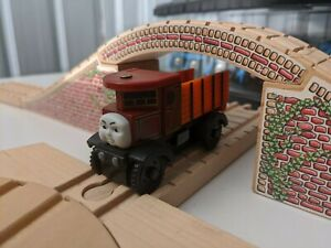Elizabeth (2005). Thomas Wooden Railway. HTF & Discontinued.