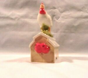 Rooster J*363-HM138   Ceramic Rooster / Barn / Red Birds  Pie Birds