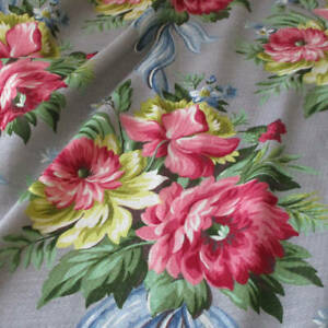 """6 Yards Vintage 1940s BARKCLOTH Fabric ROSE Bouquets Blue BOWS on GREY 36"""" W"""
