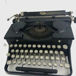 ROYAL Model P288478   Black  Antique Vtg Portable