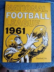 1961 TOPPS NATIONAL FOOTBALL LEAGUE YEARBOOK NEAR MINT                GROBEE1957