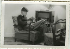 PHOTO ANCIENNE - VINTAGE SNAPSHOT -HOMME RADIO TSF TRANSISTOR LECTURE LIVRE MODE