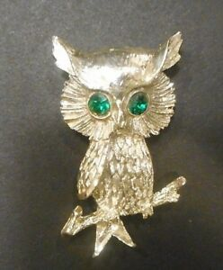 VINTAGE SILVER TONE PERCHED OWL PIN BROOCH - GREEN STONE EYES