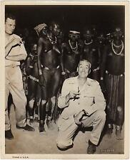 Director JOHN HUSTON directing¨The Roots of Heaven¨with natives. Great photo !