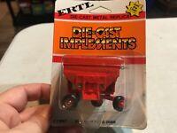 Vintage ERTL International Harvester Gravity Wagon 1/64 Scale slider door Red
