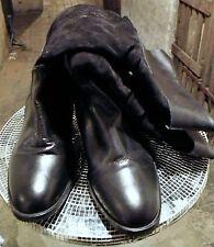 Damenschuhe mit kleinem Trichter-Absatz im Boots-Stil