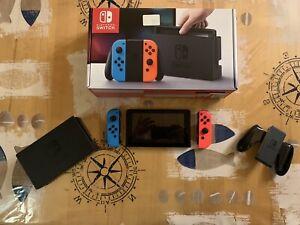 Nintendo Switch Console Red/Blue in sehr gutem Zustand